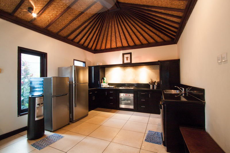 Dispencer_Big_Refrigerator_And_Oven_Facilities_In_The_Kitchen