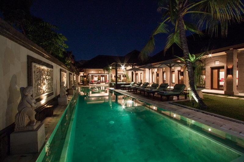 The_Swimming_Pool_At_Night