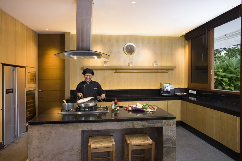 Villa Cendrawasih 160 340039527011 The Chef In The Modern Kitchen