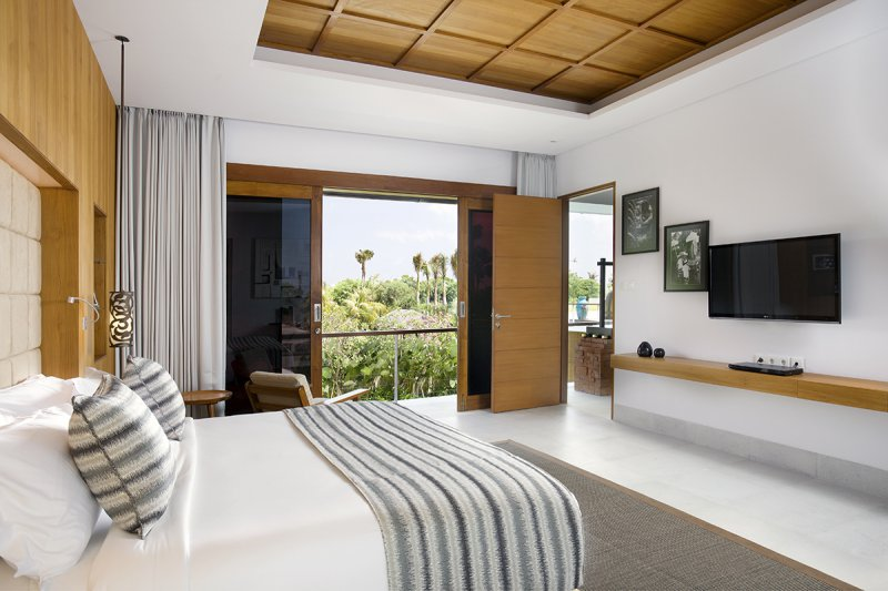 Villa Cendrawasih 160 35695139643 Upstairs Bedroom With King Bed And Flat TV