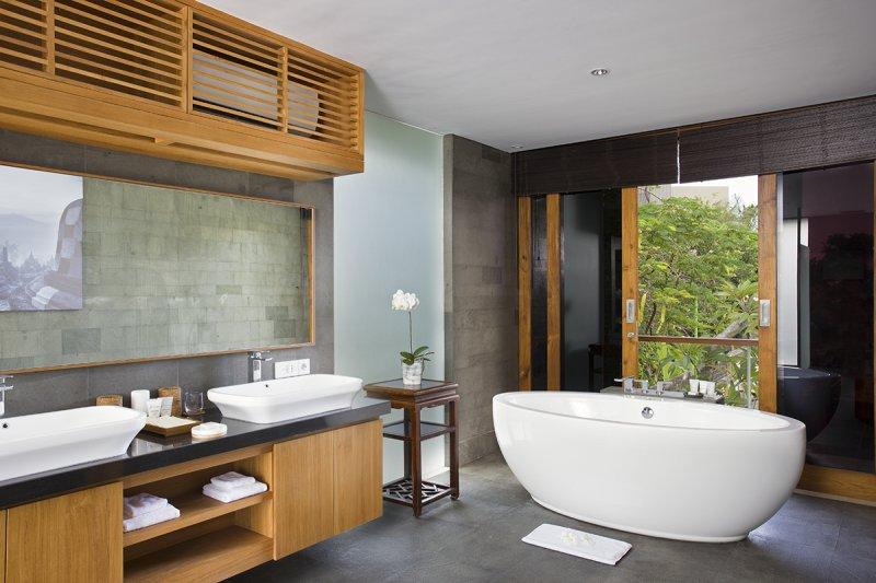 Villa Cendrawasih 160 60151552876 Oval Bathtub In The Bathroom Upstairs