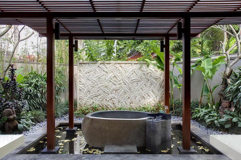 Villa Sati Ensuite Bathtub