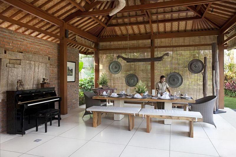 Villa Sati Dining Area