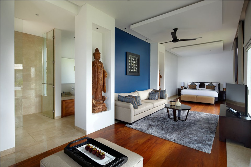 Bedroom_Six_Ensuite_Bathroom_With_Sofa_And_TV_Facilities