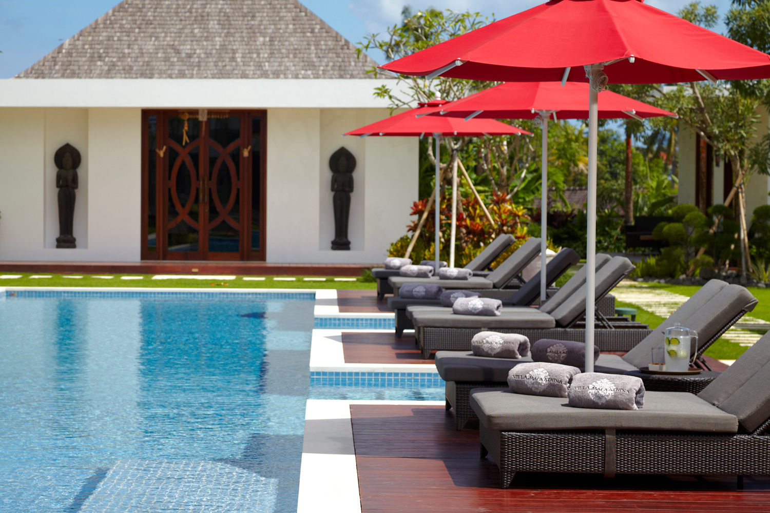 Pool_Umbrella_And_Syntetic_Rattan_Sundecks_by_The_Poolside