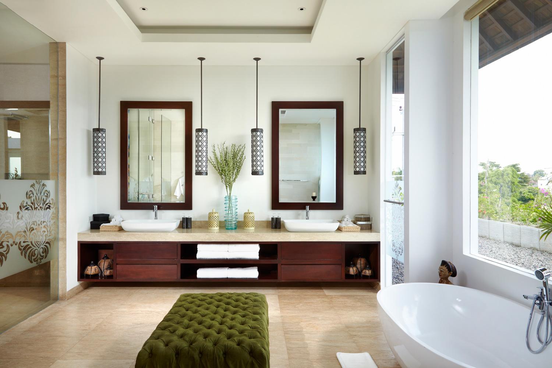 Huge_Bathroom_Oval_Bathtub_And_Twin_Wastafel