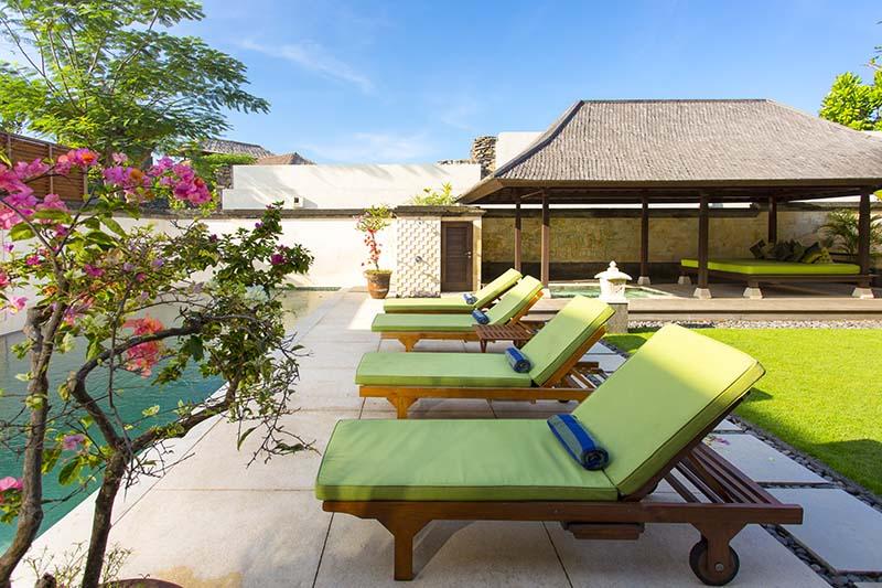 Villa Bayu Gita Residence Poolside Deckchairs