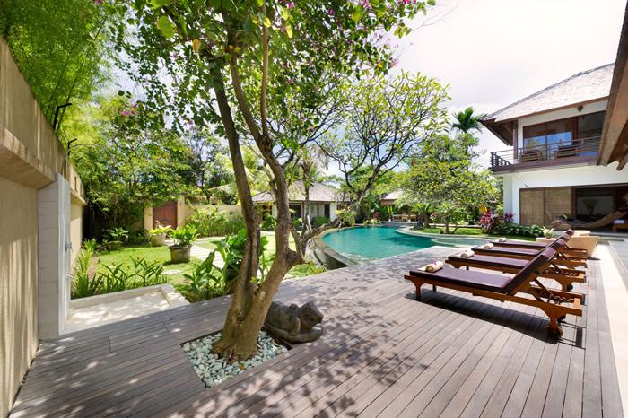 Villa Maharaj Decking And Pool