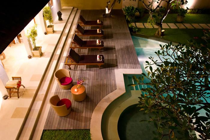 Villa Maharaj Childrens Pool At Night