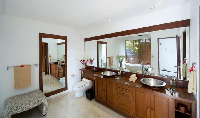 Villa Maharaj Master Bathroom