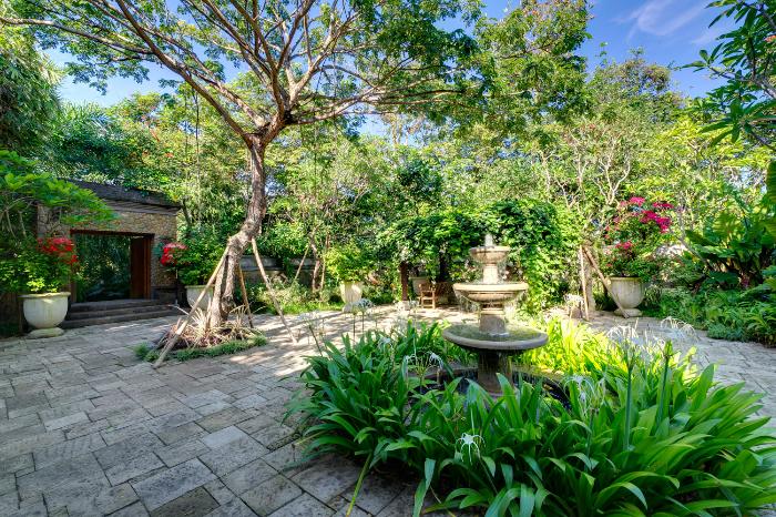 Arsana Estate 232 295921180333 Entrance Courtyard Gardens