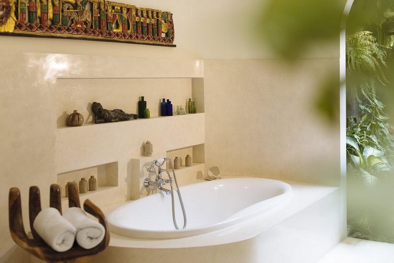 Villa Baganding 234 283835532616 Master Bedroom Bath