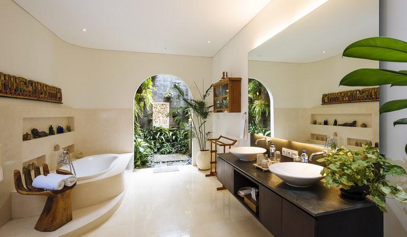 Villa Baganding 234 403353568112 Master Bathroom