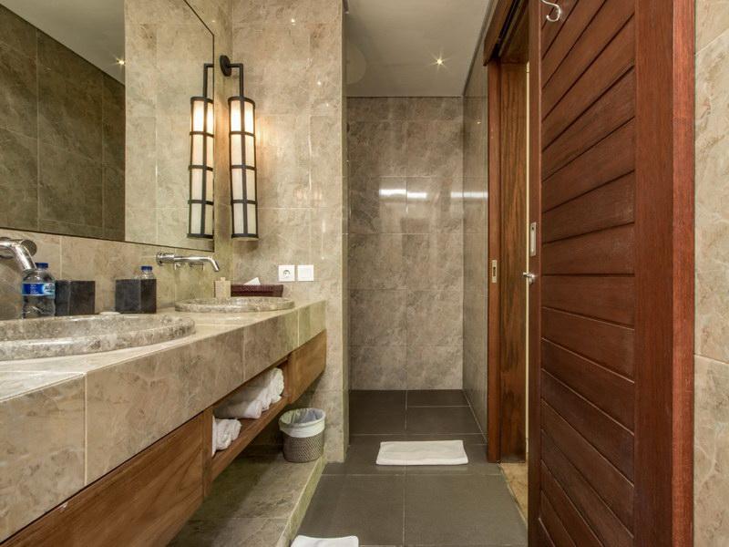 Villa Abagram 260 553756383717 Bathroom