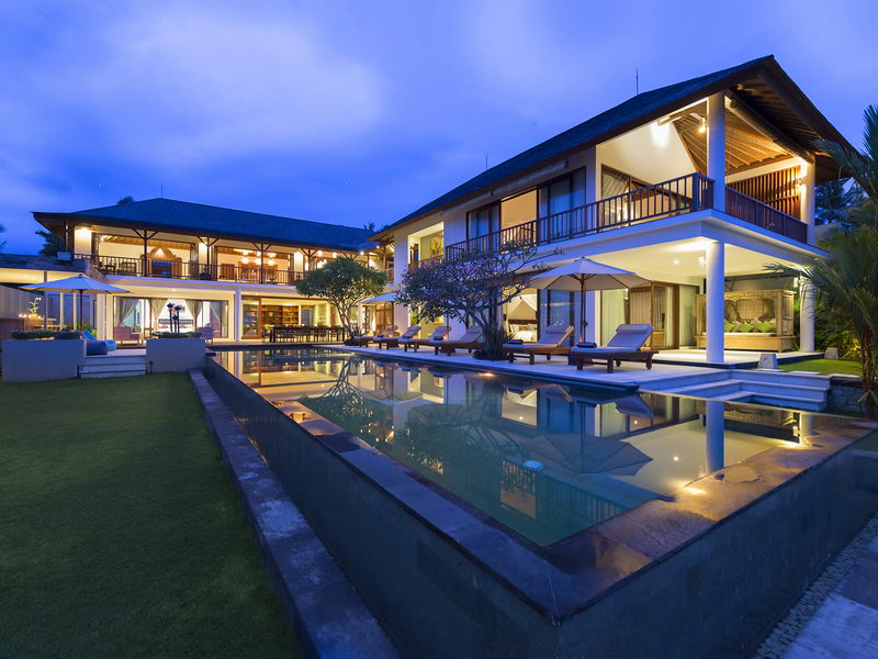 Villa Overview At Night