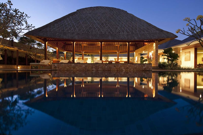 Villa_Satria_Pool_At_Night