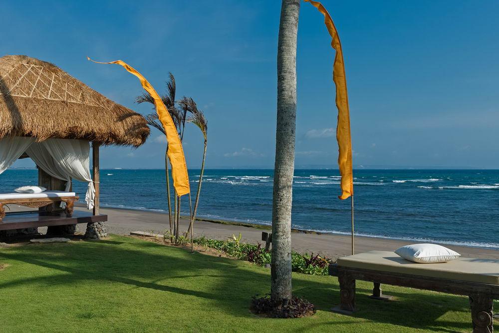 Beachfront Massage Bale
