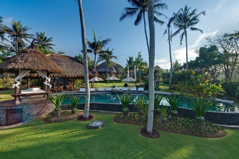 The Villa & Swimming Pool