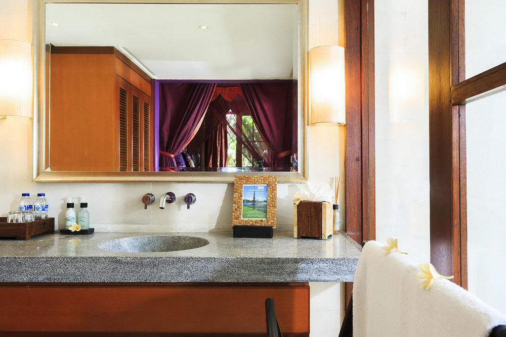 Purple Room Ensuite Bathroom