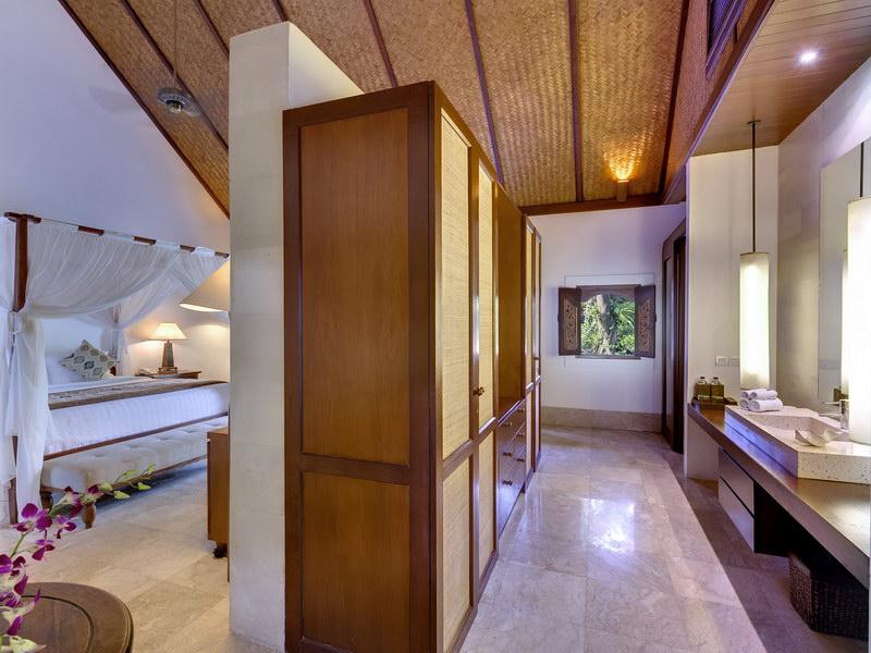 Longhouse Ensuite Bathroom