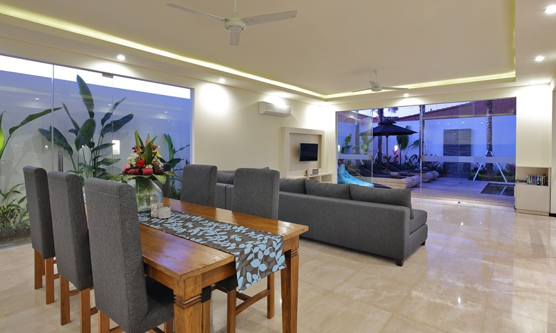 Dining_And_Living_Room_Facing_To_The_Pool