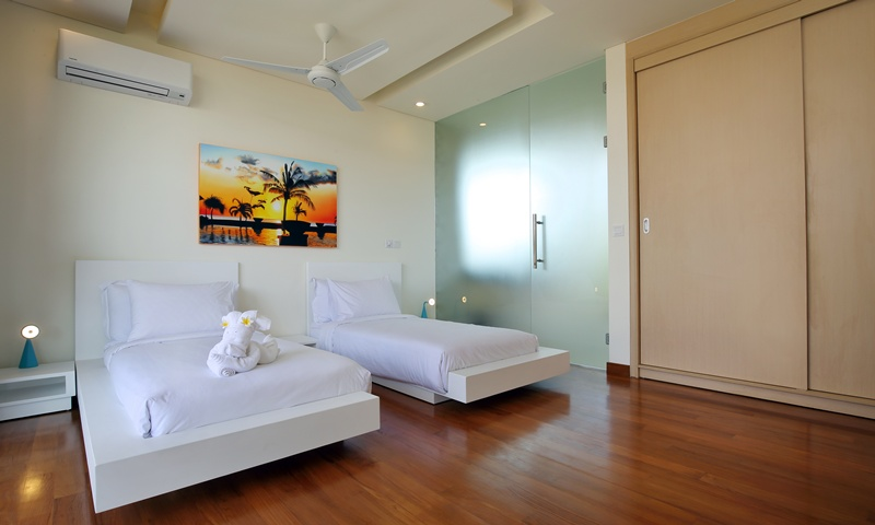Bedroom_2_Twin_Beds_With_AC_and_Ceiling_Fan