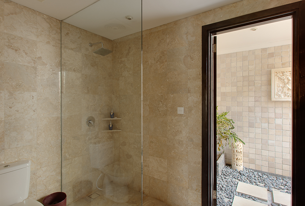 DoubleBedroomShower