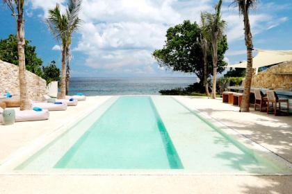 Villa Seascape - 5BR beachfront villa on Bali's Nusa Lembongan island