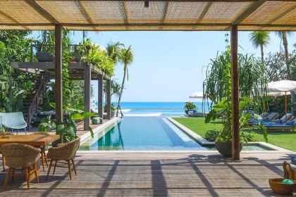 NoKu Beach House - 6BR Beachfront Villa in Seminyak Bali