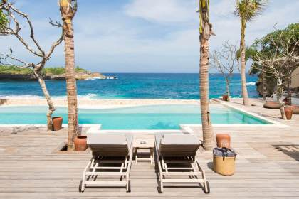 Villa Voyage - 5BR beachfront villa on the crescent of Sandy Bay in Nusa Lembongan