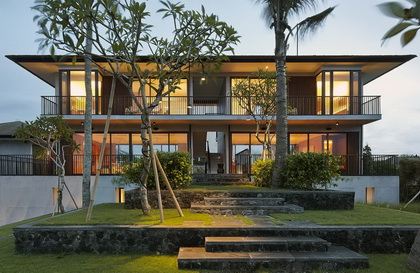 Arnalaya Beach House - 5BR Villa on the Beachfront in Canggu Bali